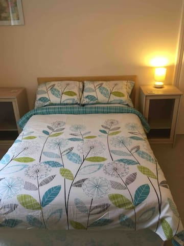Double En-Suite Room, 15 mins walk from the sea