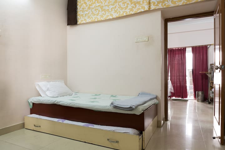 Cozy Room Close to City and Airport - Hyderabad - Apartamento