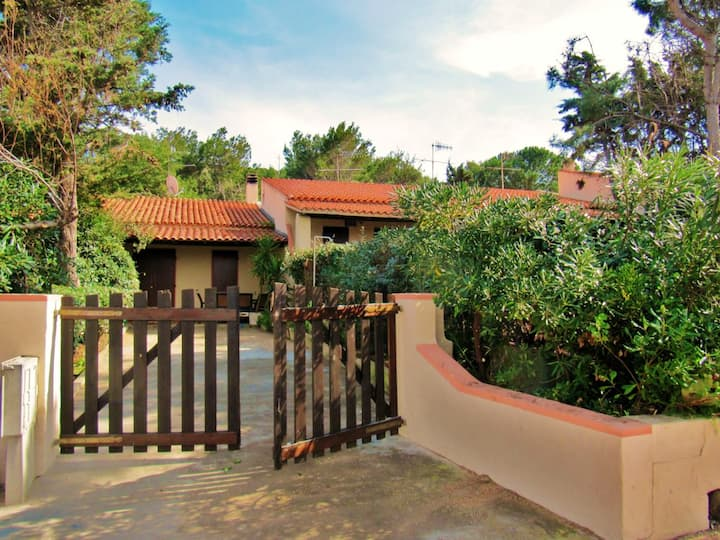House with 2 bedrooms in Punta Tramontana, with wonderful sea view and enclosed garden - 200 m from the beach