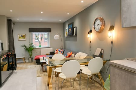 Luxurious warehouse apartment in central Cardiff