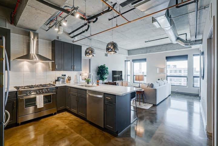 Minnestay* Sable 75 Two Bedroom ★ Private Balcony + Minneapolis View ★ North Loop