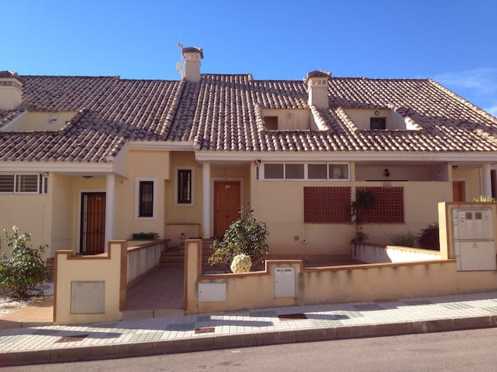 Spacious 3 bedroomed house in Campoamor Golf