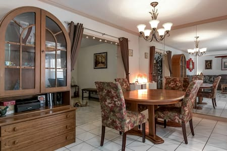 Cool, Cozy Home near Busch Gardens, I-4 & Casino
