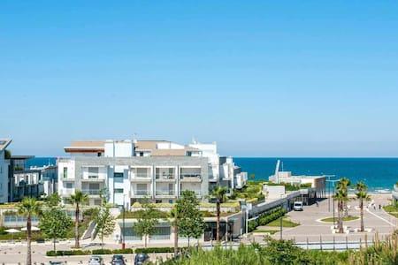 Il mare all'orizzonte - Appartamento con balcone