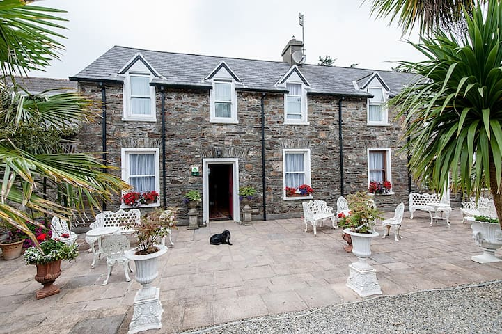 Woodpoint House on the Wild Atlantic Way. - Courtmacsherry - Bed & Breakfast