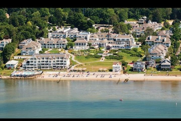 Water's edge resort and spa Aug7-14th week32 rm714