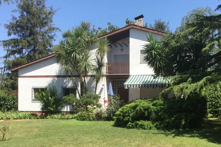 Villa sulla riva del lago
