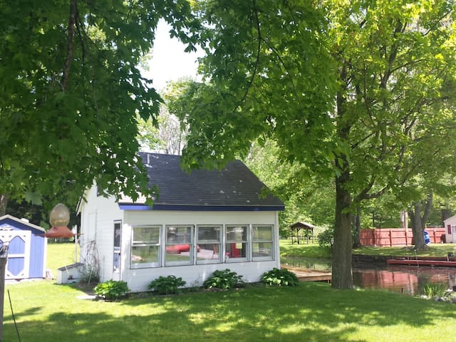 ADORABLE VACATION COTTAGE TOWNLINE LAKE: PARADISE!