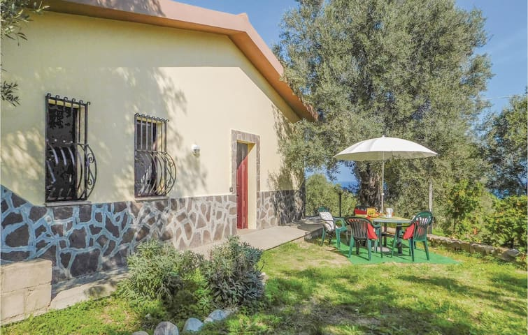 Holiday cottage with 2 bedrooms on 80 m² in Pietrapaola (CS)