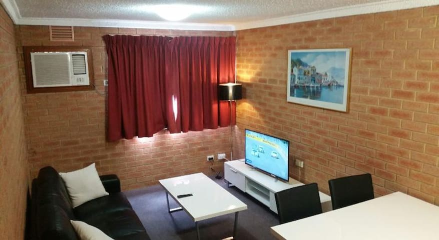 (203) 2 bedroom apartment in Perth CBD - West Perth - Wohnung