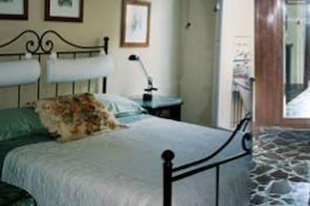 1 Queen bed Apt@:Suite Mt ETNA-Linguaglossa-Sicily