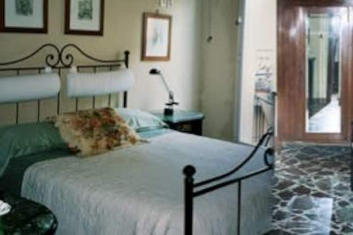 1 Queen bed Apt@:Suite Mt ETNA-Linguaglossa-Sicily