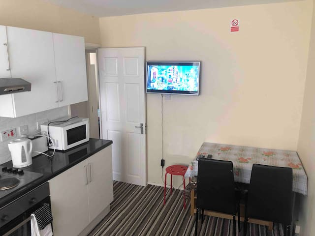 Two Bedrooms Flat, Free Private Parking