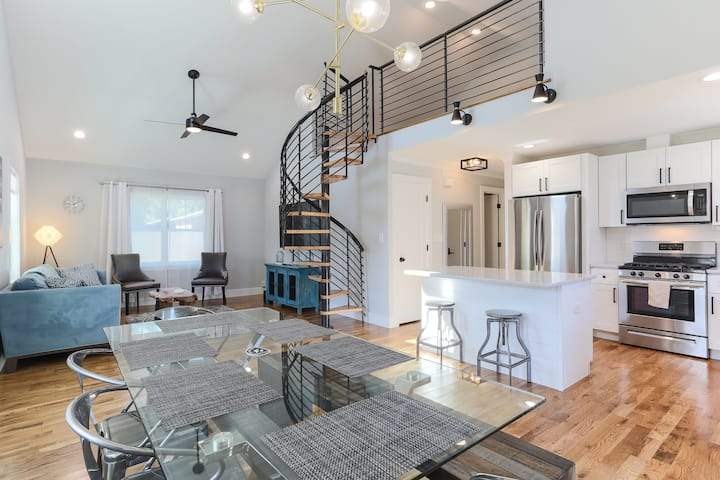 Beautiful New House steps away from Downtown