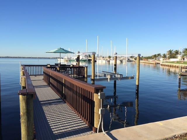 Waterfront Nettles Island Cottage! - Jensen Beach - Bungalow