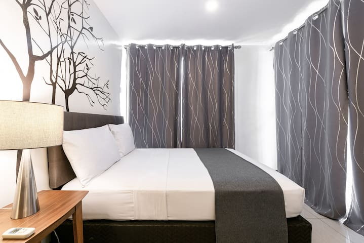 Deluxe Queen Bedroom at Artemis Place Makati Hotel