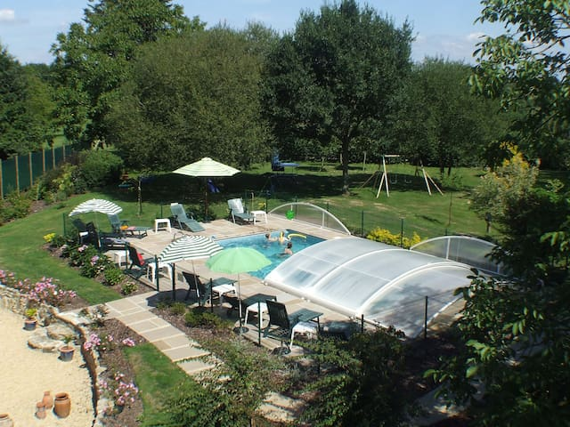 Three bedroom Cottage - heated pool - Saint-Servant - Hus
