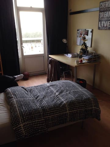 Clean, solid room close to Utrecht