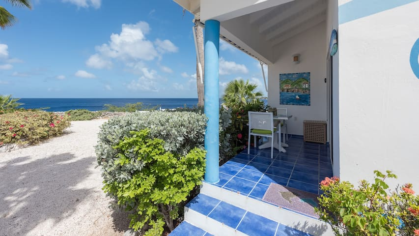 Chill & cozy ocean view apartment! Priceless view!