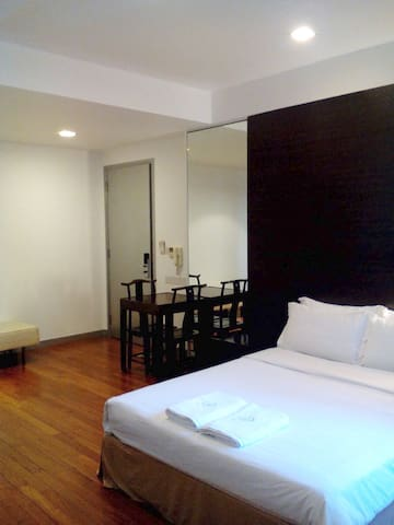 Studio unit in Chinatown opp MRT