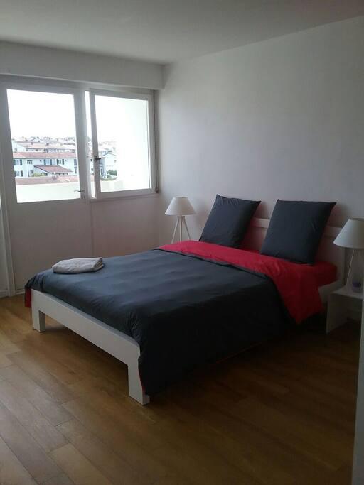 """chambre """" La Rhune"""" avec balcon( lit 160/200)"""