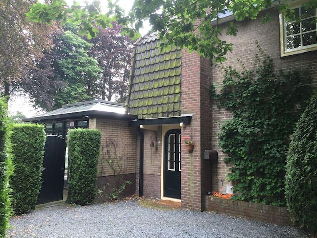 Heerlijke gezinswoning met grote tuin in Laren - Laren