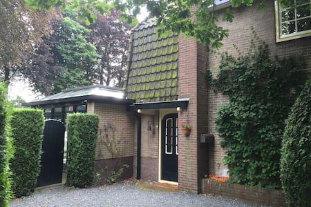 Heerlijke gezinswoning met grote tuin in Laren - Laren - Maison