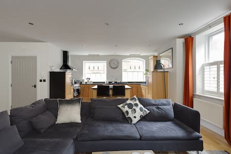 Luxury Grade II listed Apartment for four