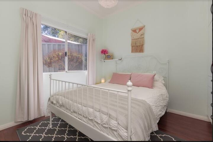 Electic and Cosy Granny Flat near River and City!