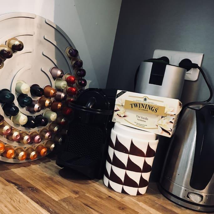 Machine à café Nespresso + bouilloire