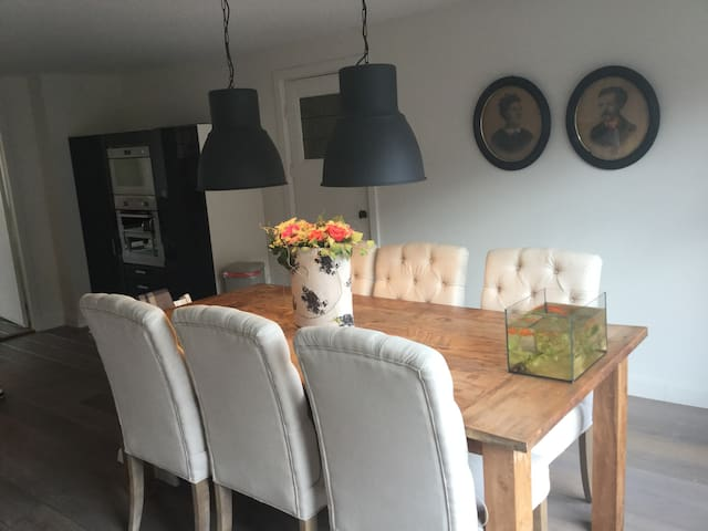 Nice bungalow 5 min from city centre Enschede. - Enschede - Domek parterowy