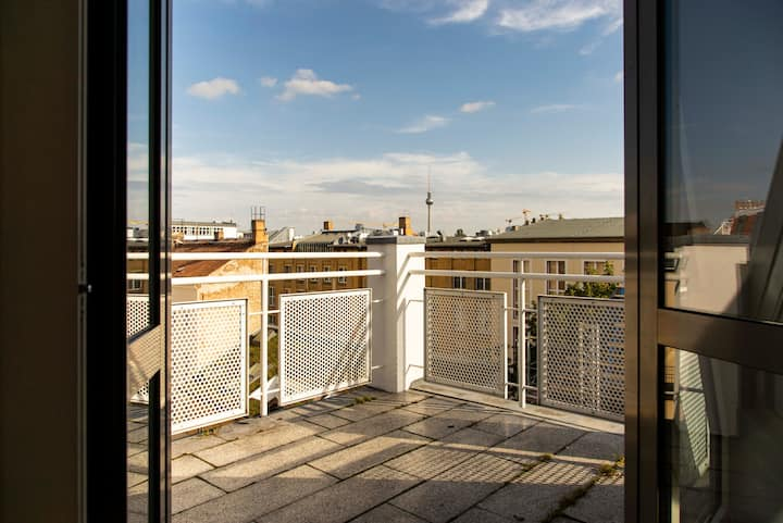 [12] Heart of Berlin Rooftop Apartment with balcony & stunning view