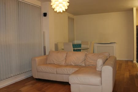 *MODERN 1 BED*BY RIVER THAMES*