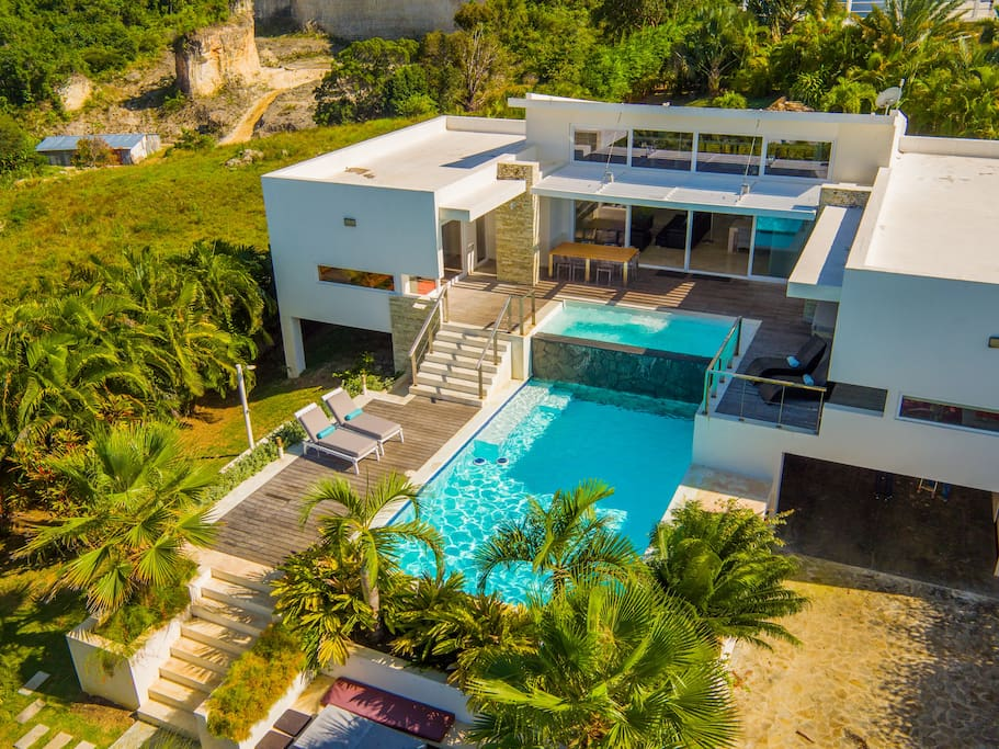 beautiful villa with privacity in a luxury residence.