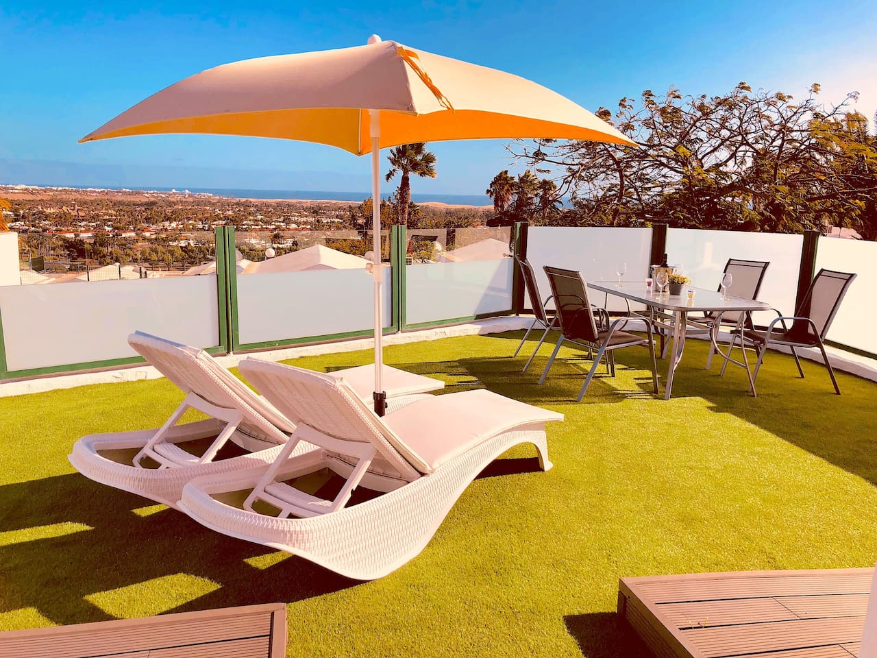 feeling the sun with the best sea views in a private garden, like paradise?