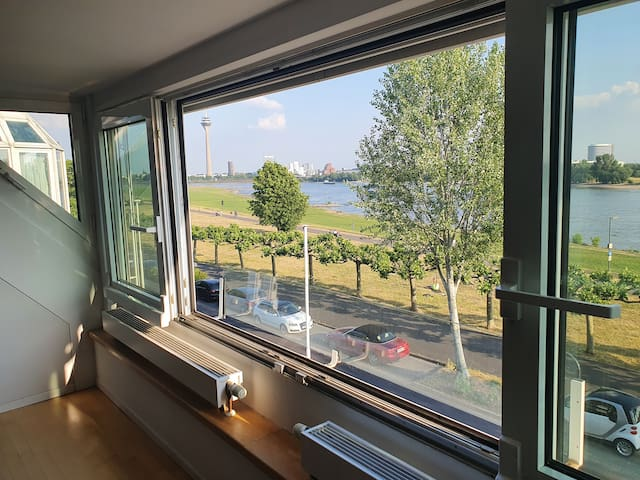 Exclusive & central rooftop flat with river view