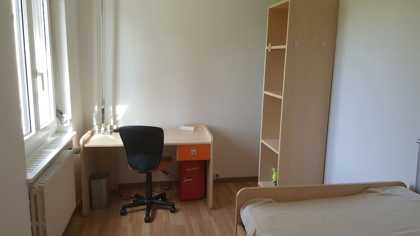 Room nearby Uni Hospital and Universities - Zürich