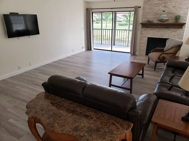 Spacious 2100 sq ft condo in gated golf community