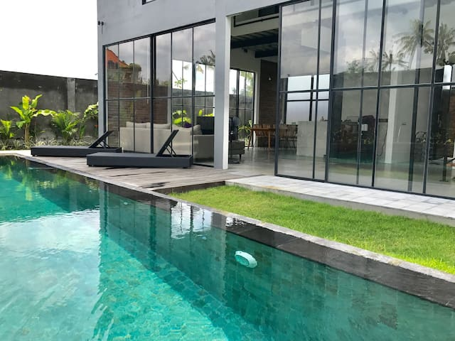 New modern Ubud loft with lap pool - Ubud - House