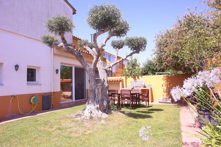Casa de vacaciones con encanto en Sant Pere Pescador con jardín y garaje