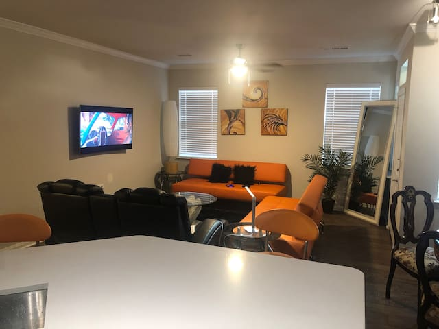Comfortable and luxurious 2 bedroom Apartment
