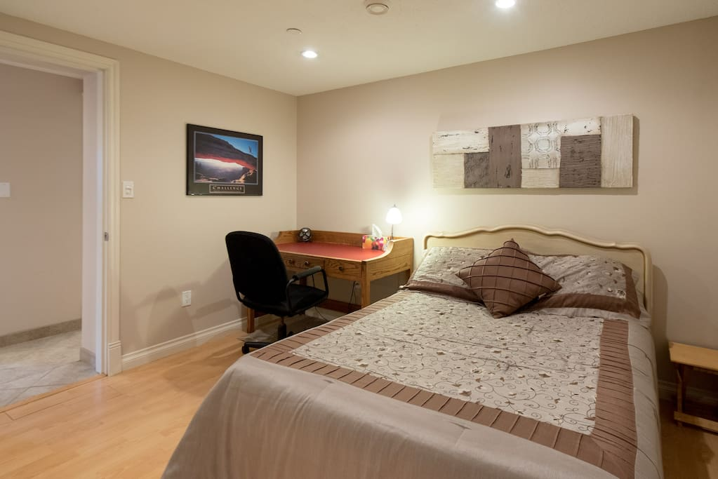 2br w private entry dining bath near transit for Best private dining rooms vancouver