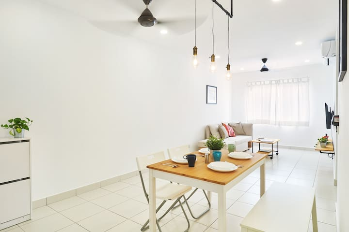 Tranquil Abode | Fully AC Apt with WIFI, Netflix