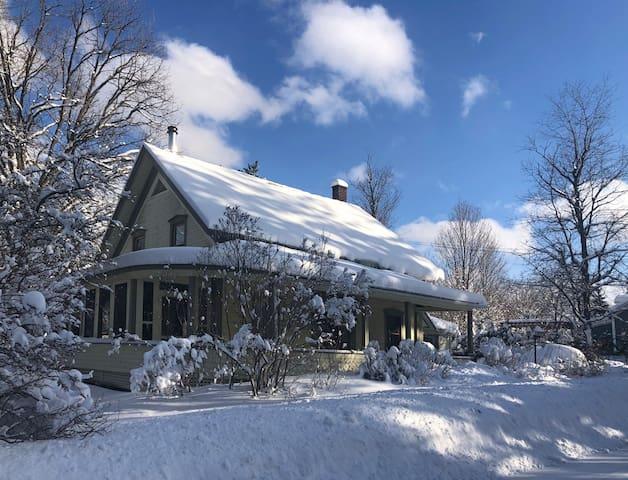 Maison centenaire impeccable près de Sutton