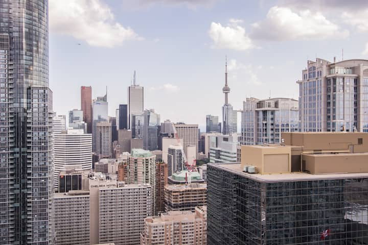 ★✦Spectacular View! 1bed+Den, Downtown core✦★