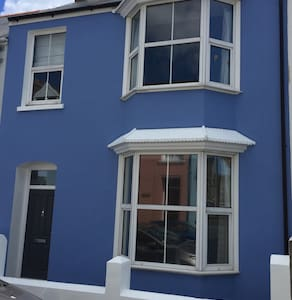 Beautiful Tenby house, sleeps 8 - 텐비