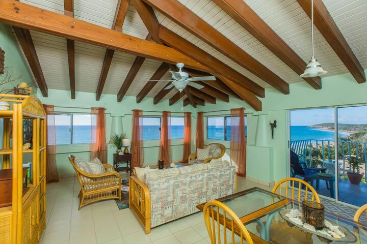 HBH - Ambrosia Suite - living room