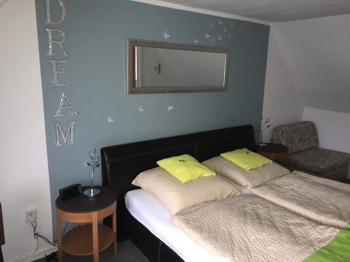 Pension Neuenrade, (Neuenrade), 3_Doppelzimmer mit Zustellbett Nr. 3, mit WC und Dusche