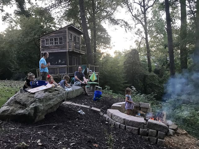 Enjoy some s'mores in the fire pit! S'mores are the perfect nightcap for kids and adults! And help to make your visit to Richmond extra-delicious. :)