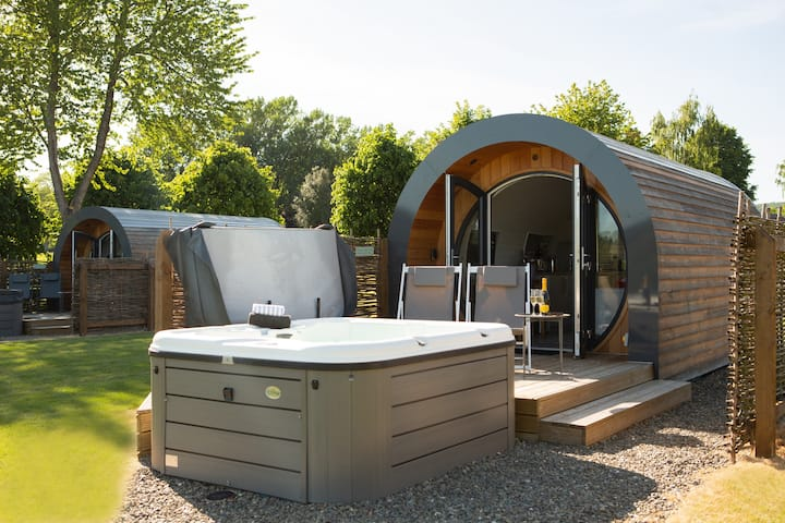 Gorgeous Glamping Pod with private Hot Tub
